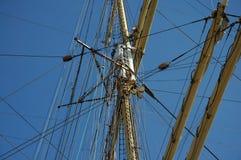 Optuigen van een varend schip ` Kruzenshtern ` Stock Afbeeldingen