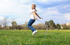 opuść linę dziewczyny izolacji white Fotografia Royalty Free