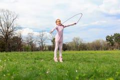 opuść linę dziewczyny izolacji white Zdjęcie Royalty Free