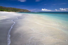 Opustoszała czarna piasek plaża fotografia stock