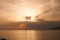 Opustoszała zaciszność dezerterował spokojnego morze horyzont zdjęcie royalty free