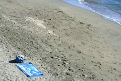 Opustoszałej jesieni Śródziemnomorska plaża zdjęcia royalty free
