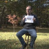 Opustoszały mężczyzna mienie uwalnia znaka obraz royalty free