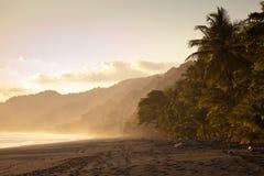 opustoszały plaża zmierzch zdjęcie stock
