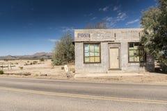 Opustoszały urzędu pocztowego budynek przy Kelso zajezdni Mojave prezerwą obraz royalty free