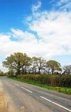 Opustoszały kraju pas ruchu w Zachodnim Sussex, Anglia Obrazy Royalty Free