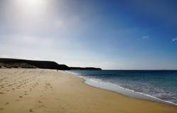 Opustoszała piaskowata plaża Zdjęcia Royalty Free