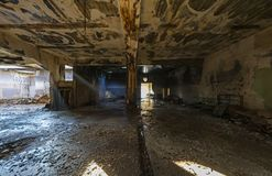 opuszczony budynek przemysłowe Rujnujący wnętrze obrazy royalty free
