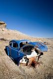 opuszczony niebieski samochód fotografia royalty free