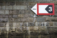 Opvallende Muur met pijlteken Royalty-vrije Stock Fotografie