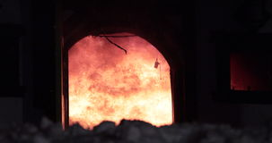 Opvlammende huisbrand stock footage