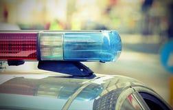 Opvlammende lichten van de politiewagen in de controlepost stock foto