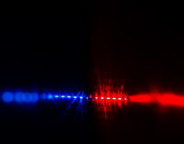 Opvlammende rode en blauwe politiewagenlichten in nacht Royalty-vrije Stock Afbeelding