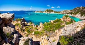 Opwindende mening van Eiland Spargi - Sardinige Royalty-vrije Stock Afbeeldingen