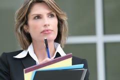 Orçamento bem sucedido do planeamento da mulher de negócio Imagens de Stock