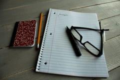 Orçamento do lápis da pena dos vidros do caderno imagens de stock