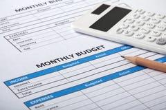 Orçamento mensal com a folha mensal do orçamento foto de stock royalty free