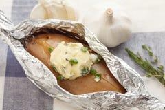 Orégano cocido del coriandro del romero del tomillo del baguette de la hierba de la mantequilla del compuesto de la patata Foto de archivo libre de regalías