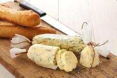 Orégano del coriandro del romero del tomillo del baguette de la hierba de la mantequilla del compuesto del pan de ajo Foto de archivo libre de regalías