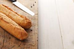 Orégano del coriandro del romero del tomillo del baguette de la hierba de la mantequilla del compuesto del pan de ajo fresco Foto de archivo
