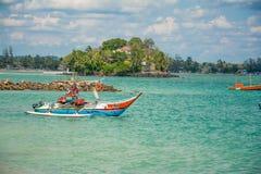 Orörd tropisk strand i Sri Lanka Royaltyfria Bilder