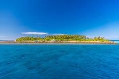 Orörd tropisk strand, Maldiverna strand royaltyfri fotografi