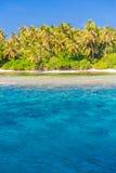 Orörd tropisk strand, Maldiverna strand arkivbilder
