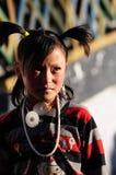 Oração da menina de Tibet no templo do jokhang Imagem de Stock Royalty Free
