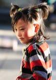 Oração da menina de Tibet no templo do jokhang Fotografia de Stock