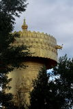A oração de Budhha roda dentro a cidade de Shangri-La fotos de stock
