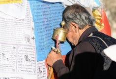 Oração falso de tibet no templo do jokhang Imagens de Stock