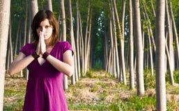Oração na floresta fotografia de stock