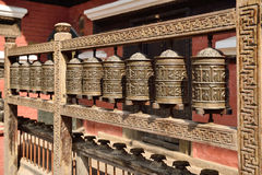 A oração roda dentro o Rudravarna Mahavihar em patan, nepal Fotografia de Stock