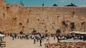 Orações judaicas na parede ocidental na cidade velha do Jerusalém Israel vídeos de arquivo