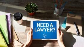 Ora abbia bisogno di un messaggio di Call dell'avvocato sullo schermo Avvocato, assistenza legale online immagine stock libera da diritti