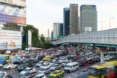 Ora di punta di sera nel centro di Bangkok, Tailandia Immagine Stock