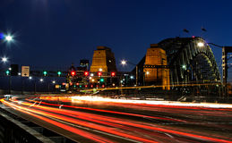 Ora di punta di sera su Sydney Harbour Bridge Fotografie Stock Libere da Diritti
