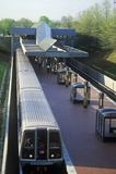 Ora di punta sulla linea della metropolitana - una metropolitana lascia la stazione di Grosvenor a Rockville, Maryland Fotografia Stock