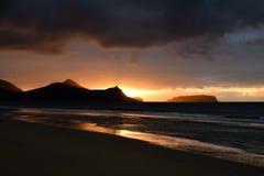 Ora dorata della mattina di alba e dell'Oceano Atlantico fotografia stock libera da diritti