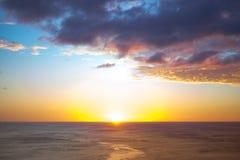 Ora dorata sopra l'oceano Immagini Stock Libere da Diritti