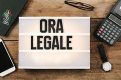 Ora Legale,在葡萄酒样式光的意大利夏时制 免版税库存照片