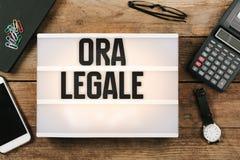 Ora Legale, italienische Sommerzeit im Weinleseartlicht Lizenzfreies Stockfoto