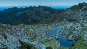 Ora paesaggio-blu della montagna fotografie stock