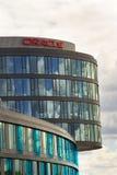 Oracle företagslogo på högkvarter som bygger på Juni 18, 2016 i Prague, Tjeckien Arkivfoton