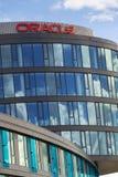 Oracle företagslogo på högkvarter som bygger på Juni 18, 2016 i Prague, Tjeckien Royaltyfria Foton