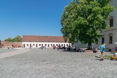 ORADEA, ΡΟΥΜΑΝΊΑ - 28 ΑΠΡΙΛΊΟΥ 2018: Μέσα στην ακρόπολη Oradea, χτίστε το 1241 στοκ εικόνα με δικαίωμα ελεύθερης χρήσης