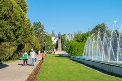 ORADEA, ΡΟΥΜΑΝΊΑ - 28 ΑΠΡΙΛΊΟΥ 2018: Πάρκο την 1η Δεκεμβρίου κοντά στο κέντρο Oradea, Ρουμανία στοκ εικόνες