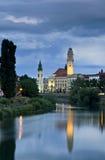 Oradea de stad in onder avondwolken Royalty-vrije Stock Fotografie