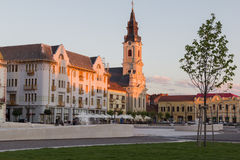 ORADEA, RUMÄNIEN - 13. Juli: Mond ChurchBiserica-Cu Luna und Uni Stockbild
