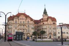 ORADEA RUMÄNIEN - Juli 13: Svarta Eagle Palace Palatul Vulturul Royaltyfria Foton